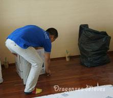 海运搬家公司清理包装现场产生的垃圾