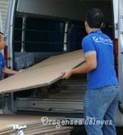 海运行李公司根据所要包装的物品准备充足的包装材料及合适的车辆