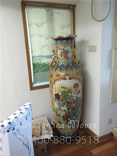 深圳到澳大利亚客户国际搬家,看师傅是怎样包装一人高花瓶的