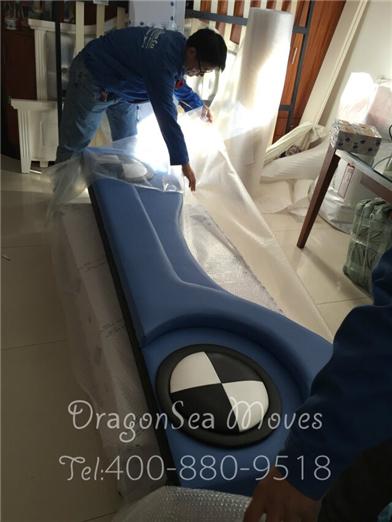 佛山客户国际海运搬家到新加坡,沙发都是宝马的